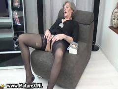Mature housewife in sexy...